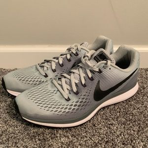 Men's Nike Pegasus 34 Size 10. Grey/White